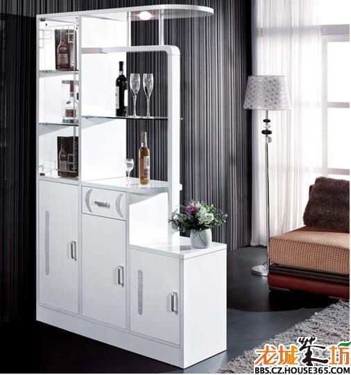 鞋柜也是一个隔断,也是一个酒柜,非常实用.   客厅鞋柜效果