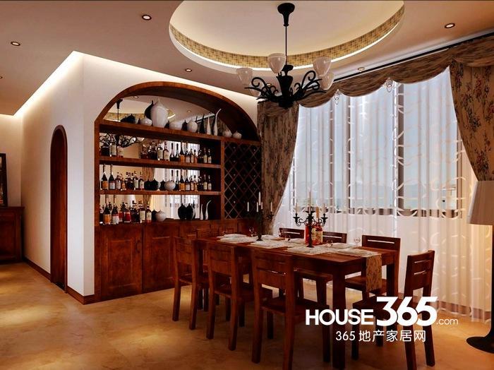 装修图片7:这张餐厅圆形吊顶所面对的似乎是中式风