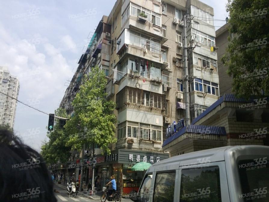 龙仓巷小区3室1厅1卫70平米1989年产权房精装