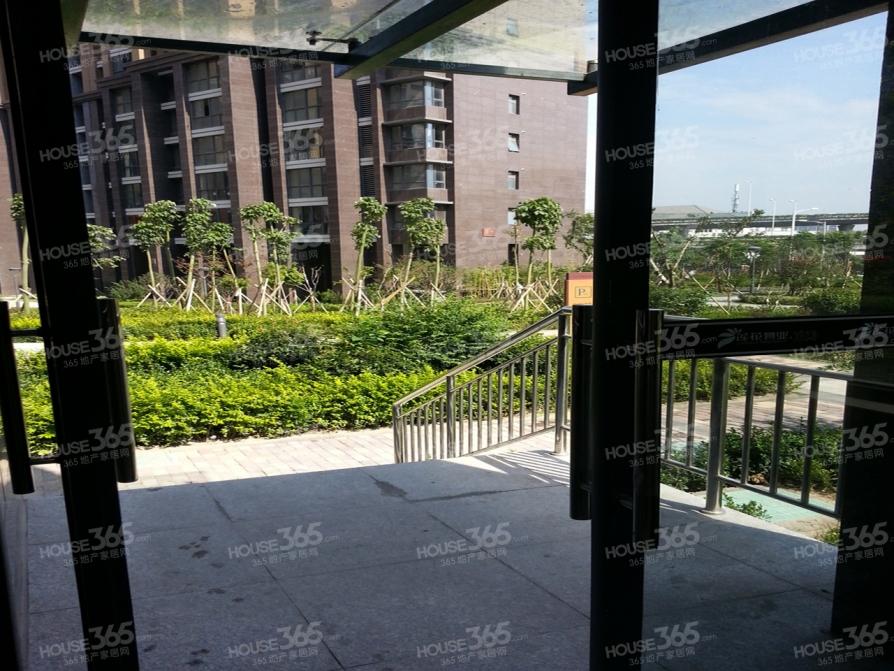 凤凰和美2室2厅1卫89平米精装产权房2012年建