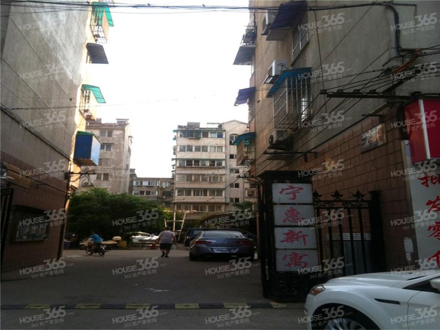 宁惠新寓3室2厅1卫90平米2000年产权房精装