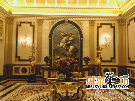 还是沙发,家具,窗帘,布艺及水晶灯的软装,处处彰显古典主义法式宫廷的图片