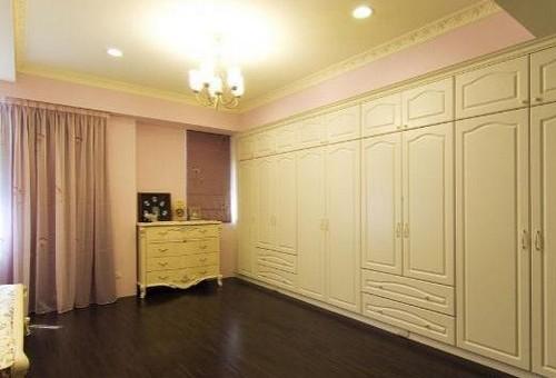 卧室衣柜效果图:大气欧式风格组合衣柜设计