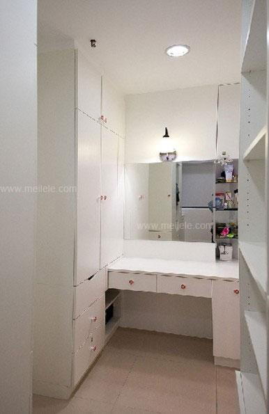推拉门衣柜效果图 打造一个时尚实用的卧室