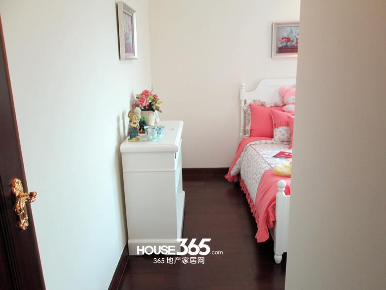 西安恒大御景88㎡两室户型精装修样板间,空间布局,多窗结构